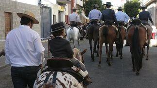 Caballista de camino al Rocío.  Foto: José Ángel García
