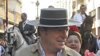 El humorista César Cadaval, fiel acompañante de la Hermandad del Rocío de Triana.  Foto: Juan Carlos Vázquez