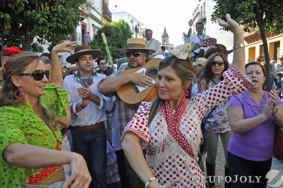 Cantes flamencos por las calles de Triana.  Foto: Juan Carlos Vázquez