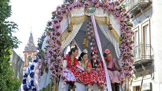 Una de las carretas de la Harmandad de Triana.  Foto: Juan Carlos Vázquez