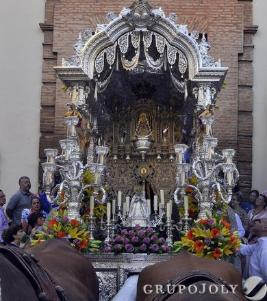 El simpecado de la Hermandad del Rocío de la Macarena.  Foto: Manuel Gómez