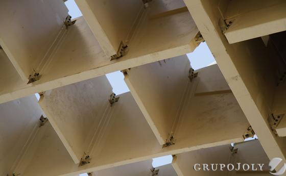 Roturas en la estructura que confirma las 'setas'.  Foto: Victoria Hidalgo
