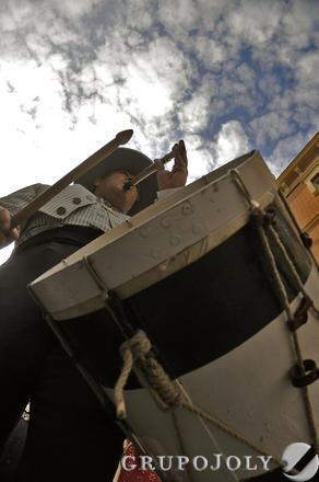 Tamborileros acompañando a la hermandad.  Foto: Juan Carlos Vázquez
