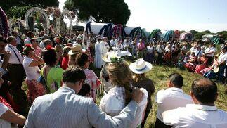 Las hermandades de Jerez y El Puerto juntas ayer durante la celebración de la Eucaristía en el Coto de Doñana.  Foto: Pascual