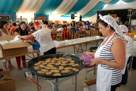 La caseta municipal acogió diversas degustaciones gastronómicas con motivo del día de la mujer  Foto: Paco P./Sonia Ramos