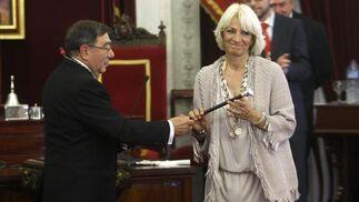 Teófila Martínez (PP) ha sido investida alcaldesa de Cádiz por quinta vez consecutiva tras obtener el voto de los 17 concejales de su partido  Foto: Jose Braza