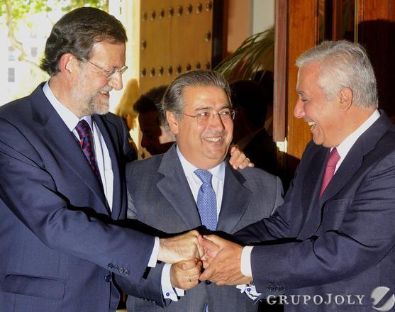 Rajoy, Zoido y Arenas, entrando en el Ayuntamiento.  Foto: Antonio Pizarro - Manuel Gómez