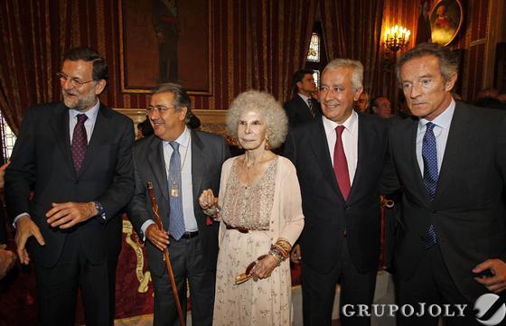 Rajoy, Zoido, Cayetana de Alba, Arenas y Alfonso Díez.  Foto: Antonio Pizarro - Manuel Gómez
