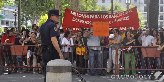 Concentración de los indignados en la Plaza Nueva.  Foto: Manuel Gómez