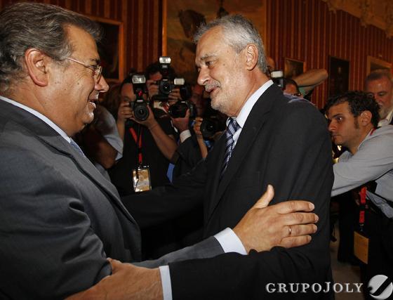 Griñán felicita a Zoido.  Foto: Antonio Pizarro - Manuel Gómez
