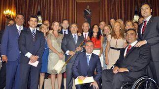 Los concejales del PP en Sevilla con Rajoy y Arenas.  Foto: Antonio Pizarro - Manuel Gómez
