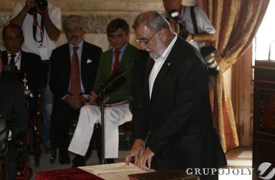 Torrijos, prometiendo su cargo.  Foto: Antonio Pizarro - Manuel Gómez