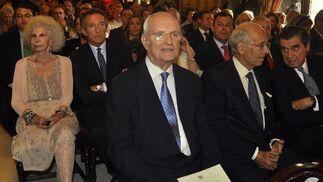 Luis Uruñuela, ex alcalde de Sevilla. Detrás, la Duquesa de Alba.  Foto: Antonio Pizarro - Manuel Gómez