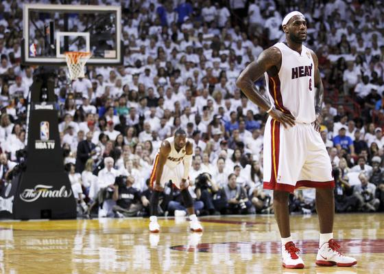 Dallas Mavericks gana su primer campeonato de la NBA tras vencer a Miami Heat. / Reuters
