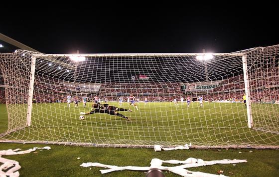 Dani Benítez falla uno de los dos penaltis que tiro en el tiempo reglamentario.