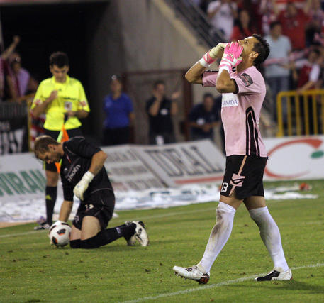 Roberto celebra su gol en la tanda de penaltis. / Lucía Rivas · Pepe Villoeslada