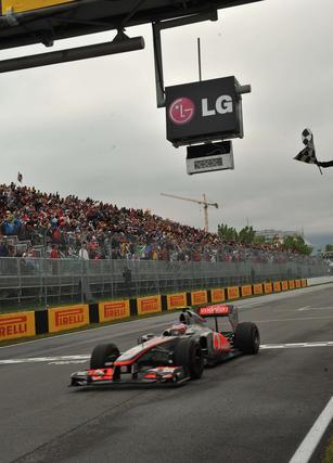 Jenson Button celebra la victoria en el Gran Premio de Canadá.  Foto: AFP Photo