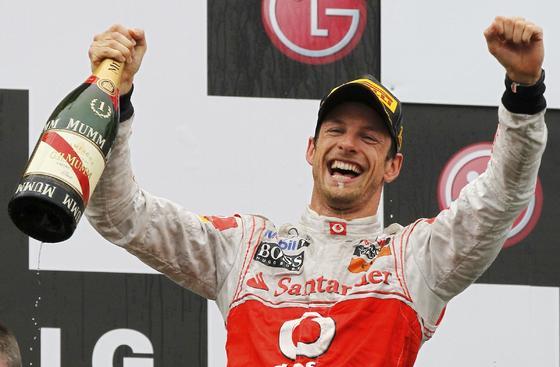 Jenson Button celebra la victoria en el Gran Premio de Canadá.  Foto: Reuters