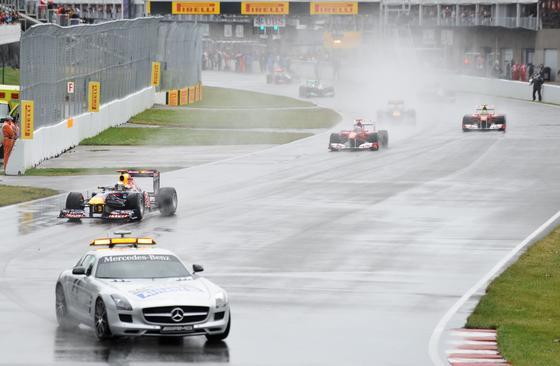 El coche de seguridad, protagonista de la carrera.  Foto: AFP Photo