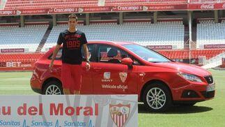 Manu del Moral, durante su presentación como nuevo jugador sevillista.  Foto: Antonio Pizarro