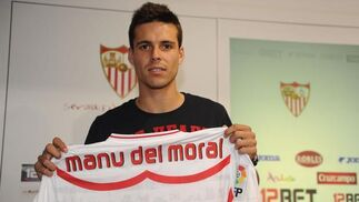Presentación del nuevo jugador Manu del Moral.  Foto: Antonio Pizarro