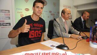 Rueda de prensa de presentación del nuevo jugador.  Foto: Antonio Pizarro