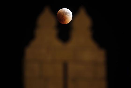 En Damasco, capital de Siria, se pudo vivir también el eclipse.   Foto: Agencias