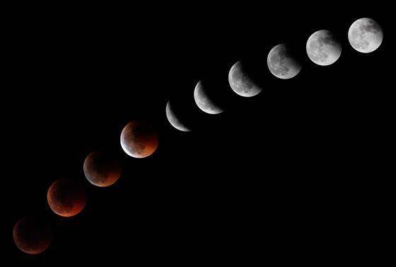 Montaje de la luna captada desde el observatorio del Teide.  Foto: Agencias