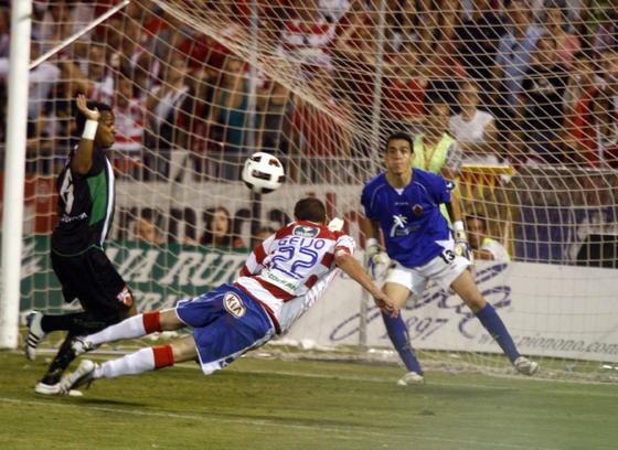 El Granada empata 0-0 en casa con el Elche en la ida de la promoción por el ascenso a Primera. / Pepe Villosdada · Jesús Ochando