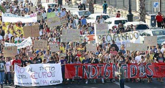 Unas 4.000 personas apoyan la manifestación del 19-J en Cádiz. /Julio González