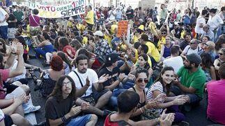 Unas 4.000 personas apoyan la manifestación del 19-J en Cádiz.  Foto: Jesus Marin