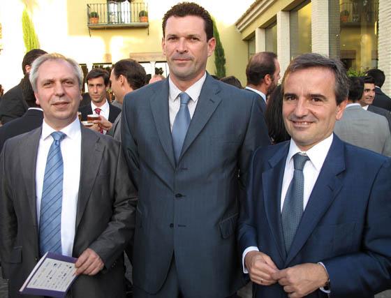 Jesús Gil Budiño y Antonio José García, ambos de Telefónica, con Andrés de las Heras (Iberbanda).  Foto: Victoria Ramírez