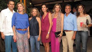 Borja Milans del Bosch, Sofía Parias, Montse Moya, Yela Álvarez, Pilar Parias, Borja Hernández, dueño de La Campana, y Cira Hernández.  Foto: Victoria Ramírez