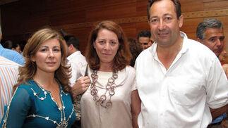 Miriam García-Corona, Mercedes Carvajal Murube y Juan de Porres, secretario general de Lándaluz.   Foto: Victoria Ramírez