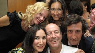 Quique Gutiérrez con las hermanas Pilar y Elena Marín, Katherine E. Stay y Emilio Moeckel.  Foto: Victoria Ramírez