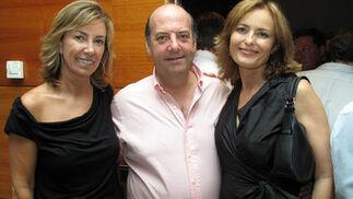 Almina Evans, Joaquín Gutiérrez, hermano de Quique y gerente de Jamones Lazo, y María Luisa Cobián.  Foto: Victoria Ramírez