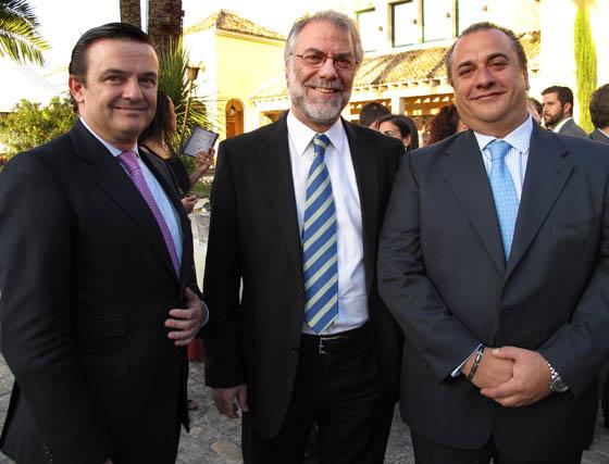 Álvaro Muñoz de las Casas (director de Empresas y Administraciones Públicas) y José Rocillo (director general), ambos de Territorio Sur de Telefónica, y Manuel Mateos, director general de Siemens.  Foto: Victoria Ramírez