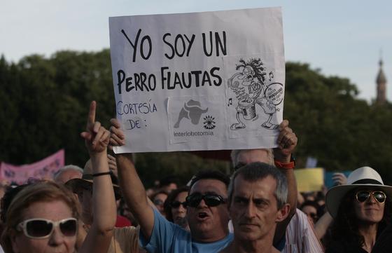 Ambiente pacífico y festivo en la manifestación de los indignados.  Foto: Juan Carlos Munoz