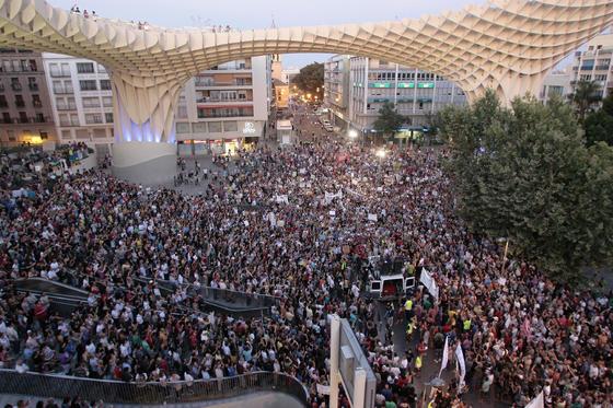 La Encarnación al final de la marcha.  Foto: Juan Carlos Munoz