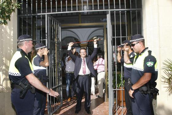 Antonio Peña toma el mando en el Ayuntamiento de Chipiona tras la renuncia de Isabel María Fernández.  Foto: Borja Benjumeda