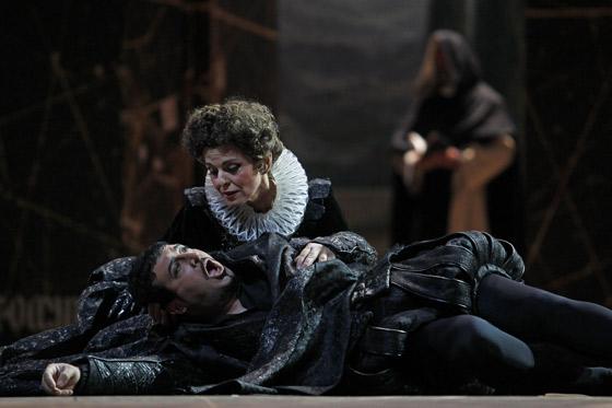 Imágenes del montaje de 'Don Carlo' en el Teatro de la Maestranza. / Antonio Pizarro