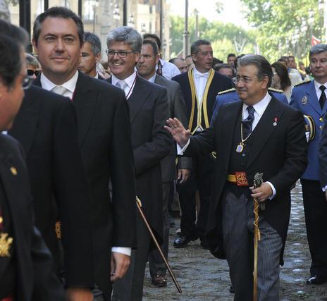 Zoido presidiendo el desfile.  Foto: Juan Carlos Vazquez