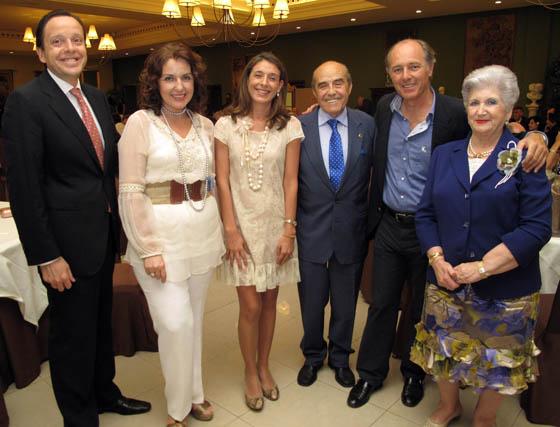 Antonio Jesús Calero, Laura Robles, Carmen Pérez, Juan Robles (Club de Leones), José Manuel Soto y Paquita Cruzado.  Foto: Victoria Ramírez