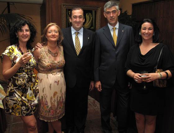 Sonia Molina, con los 'leones' Pilar Pérez, Juan Manuel Serrano y Alfonso Hortal, y Rocío Ruiz.  Foto: Victoria Ramírez
