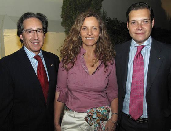 Los 'leones' Pedro Robles, Belén Cabello (Hotel TRH Alcora) y Ezequiel Díaz Ramos.  Foto: Victoria Ramírez