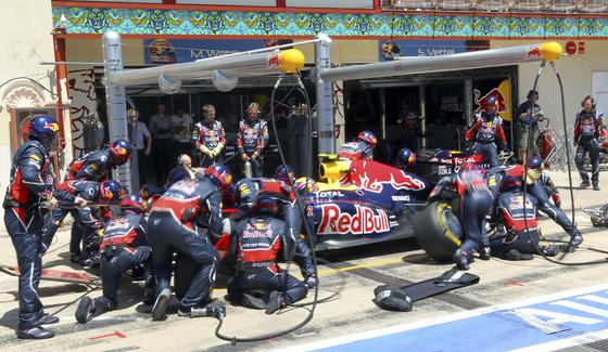 Cambio de neumáticos en Red Bull.  Foto: AFP Photo