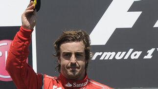 Fernando Alonso, en el podio del Gran Premio de Europa.  Foto: AFP Photo