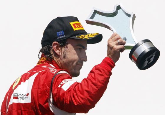 Fernando Alonso, en el podio del Gran Premio de Europa.  Foto: EFE