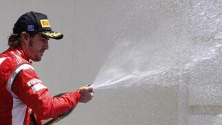 Fernando Alonso, en el podio del Gran Premio de Europa.  Foto: Reuters