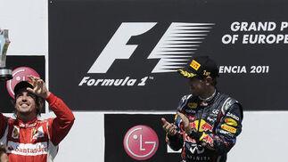 Fernando Alonso y Sebastian Vettel, en el podio del Gran Premio de Europa.  Foto: AFP Photo